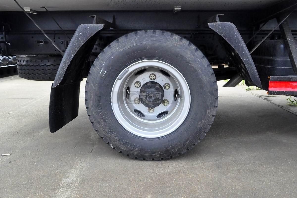福田奥铃CTS排半冷藏车轮胎