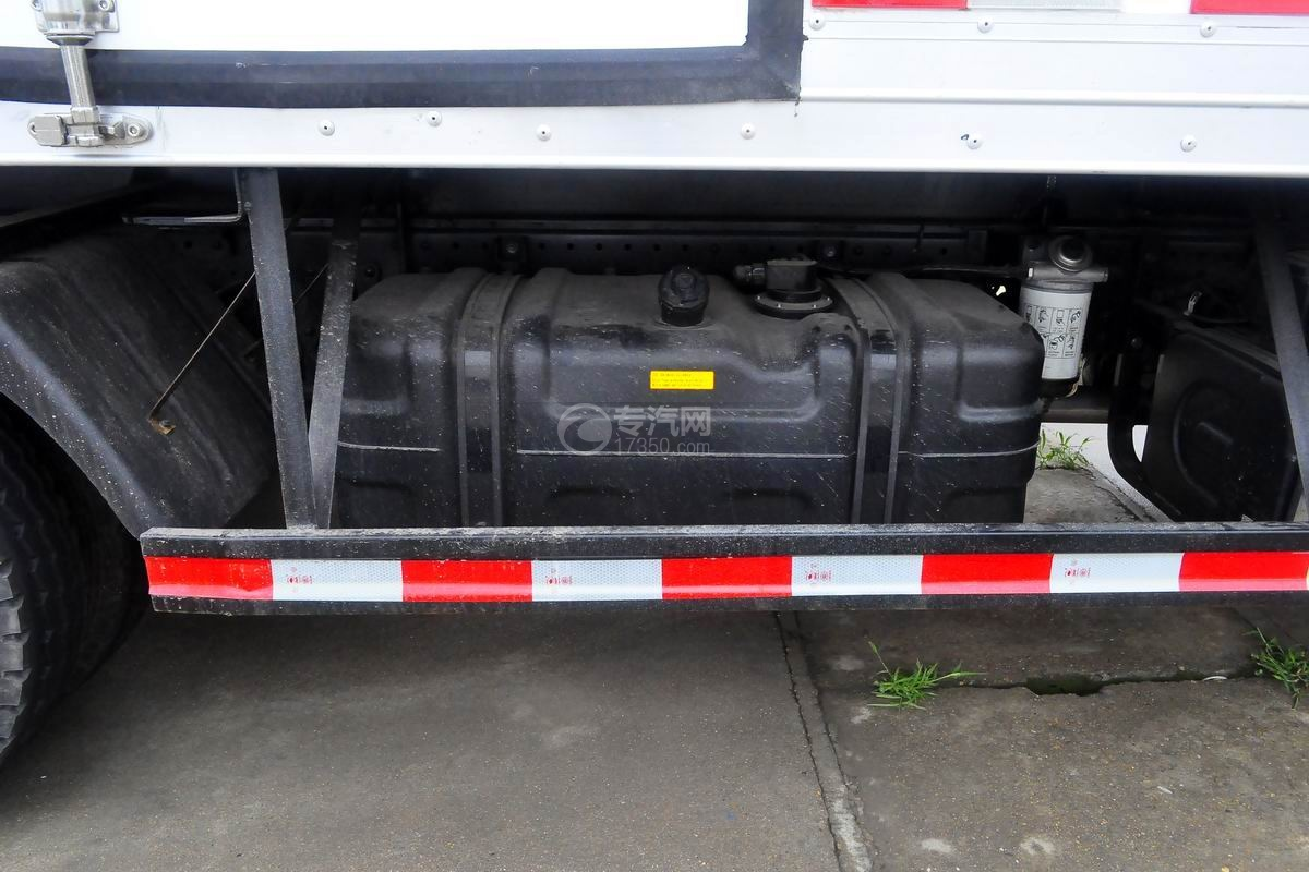 福田奥铃CTS排半冷藏车油箱