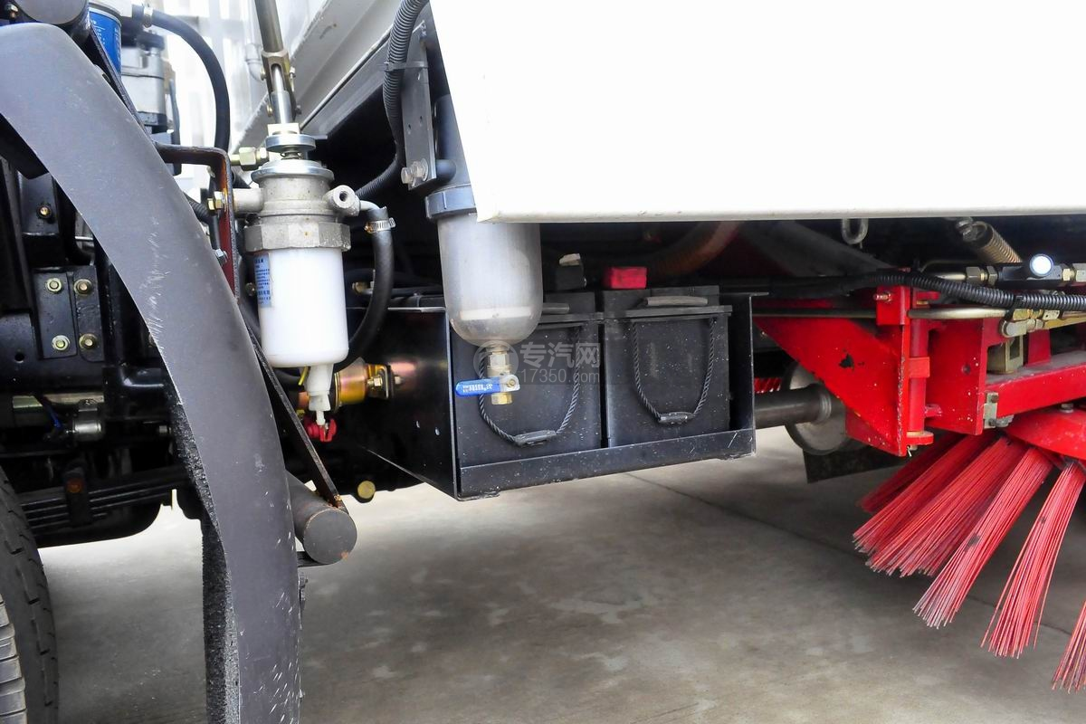 东风多利卡D7扫路车蓄电池