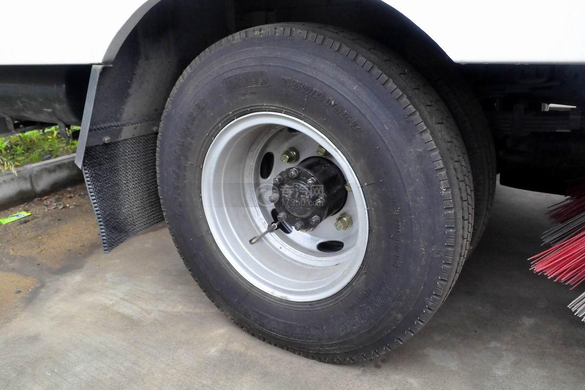 东风多利卡D7扫路车轮胎
