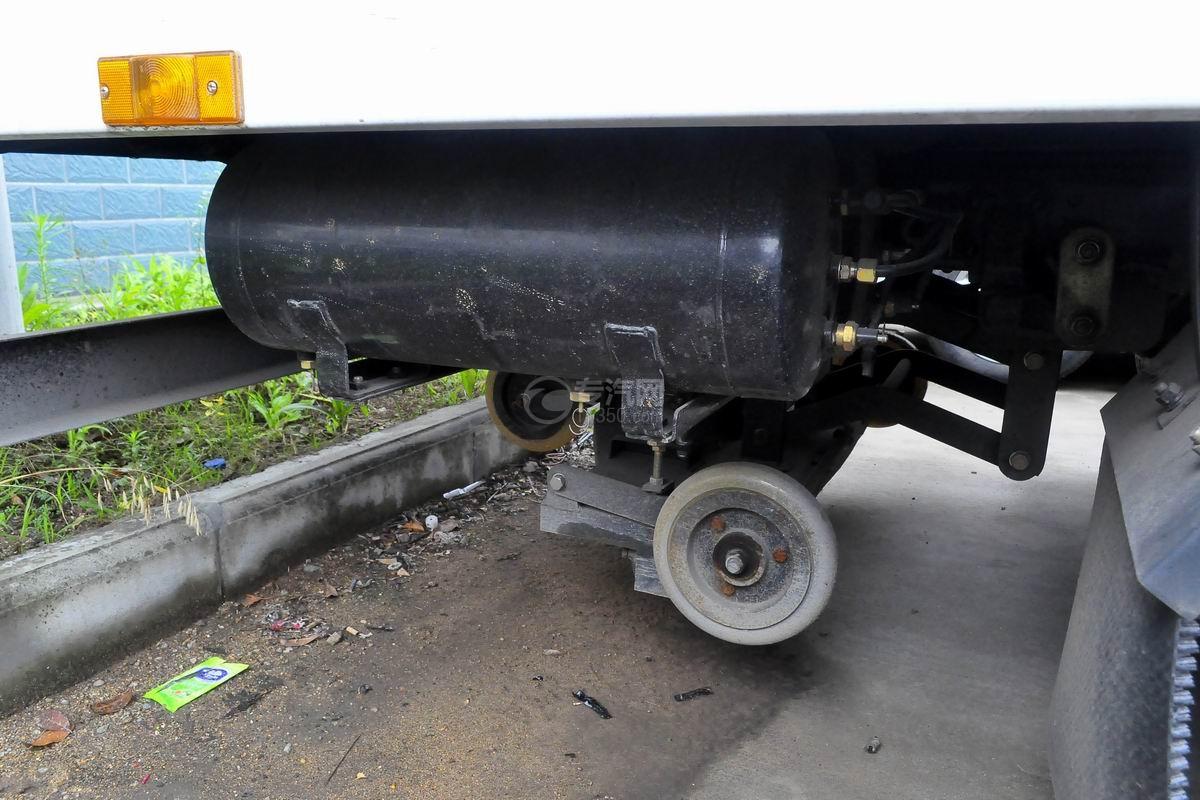 东风多利卡D7扫路车储气罐