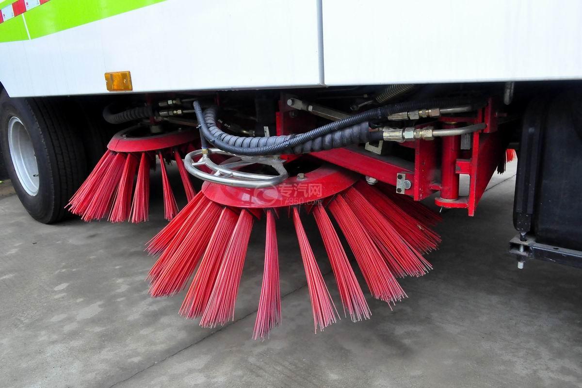 东风多利卡D7扫路车喷水架
