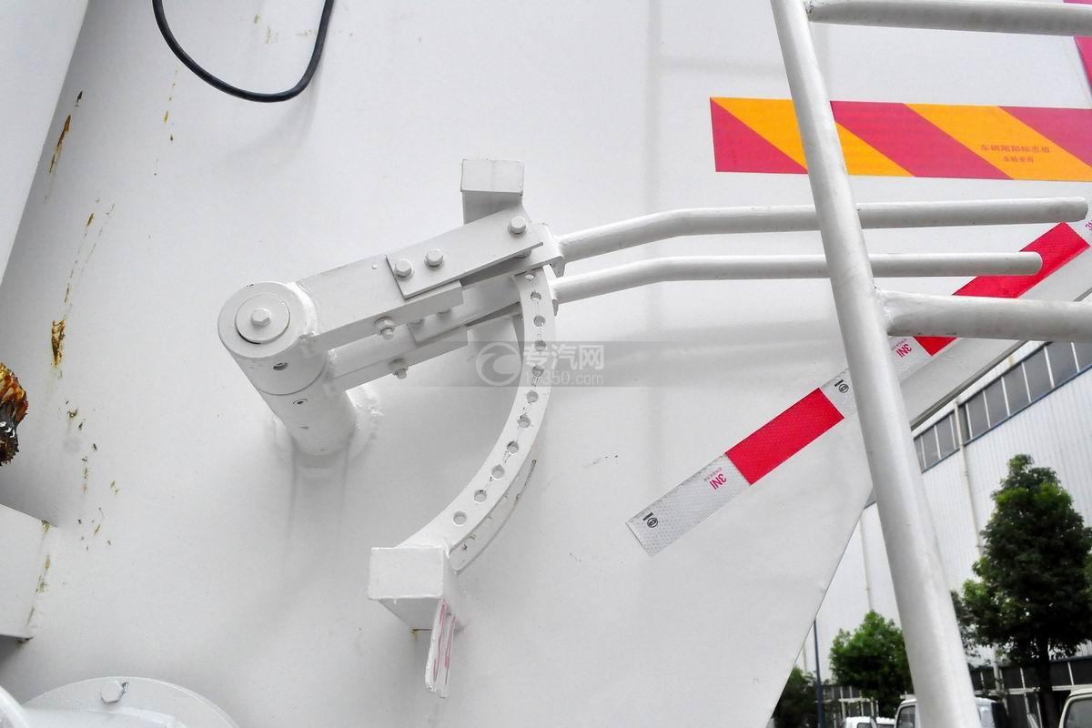 東風天錦VR小三軸散裝飼料運輸車尾部卸料操作桿