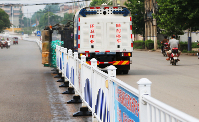 护栏清洗车