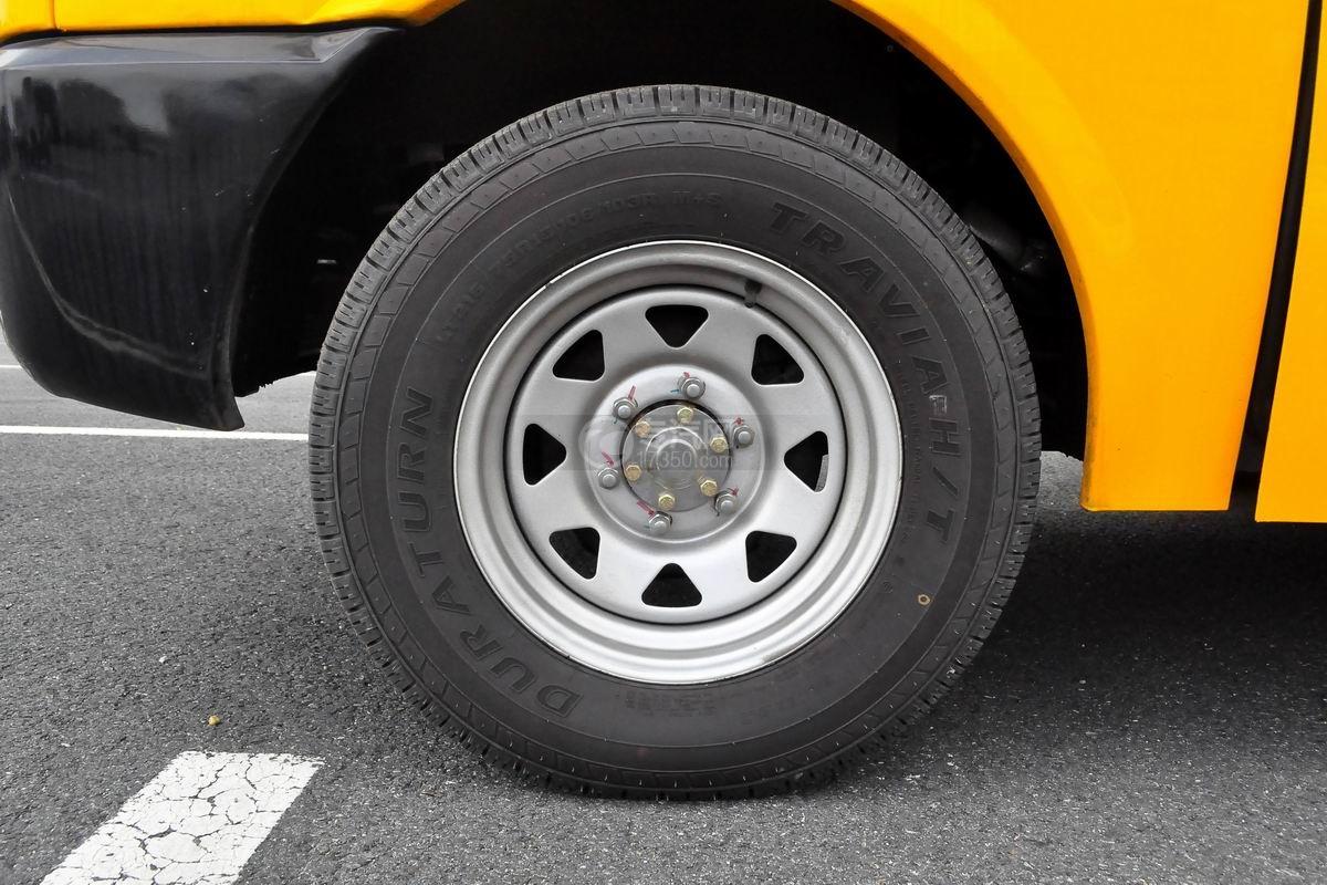 金龙海格19座幼儿专用校车轮胎