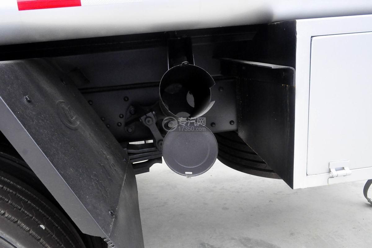 东风柳汽乘龙H5小三轴19.5方运油车灭火器放置处