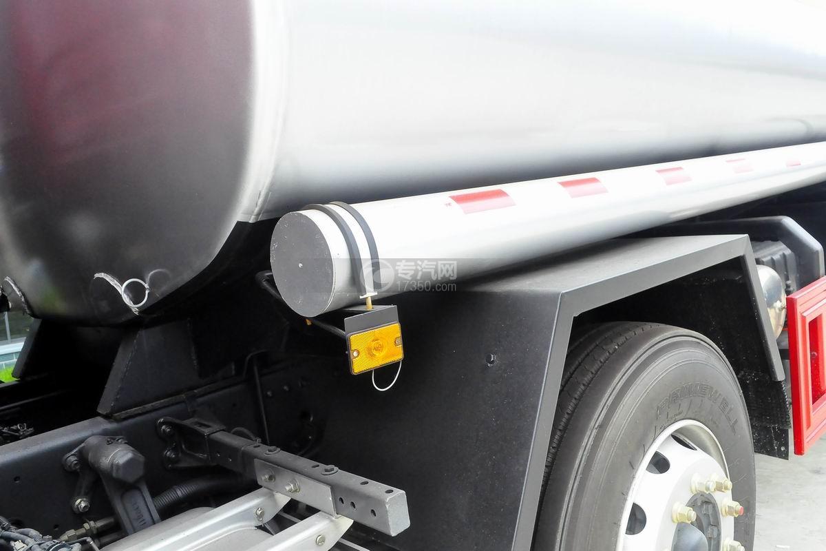 东风柳汽乘龙H5小三轴19.5方运油车细节