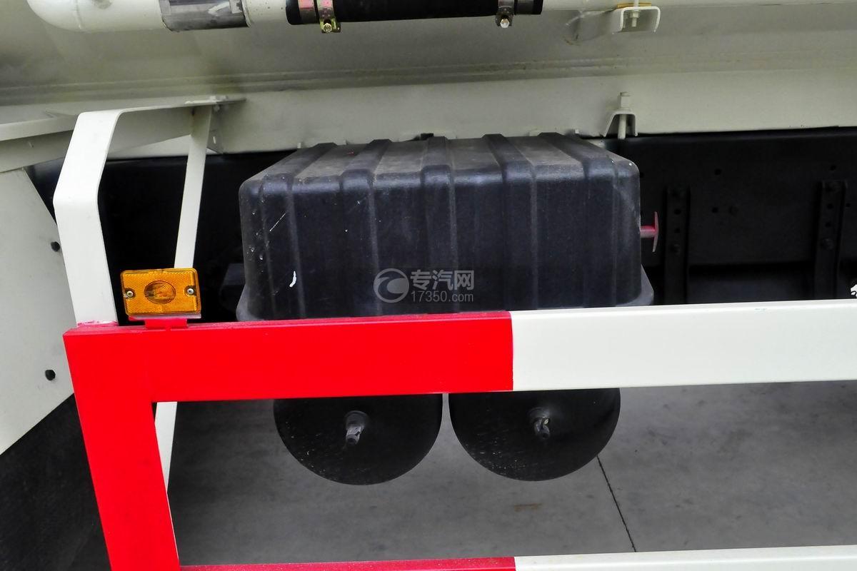 红岩杰狮M500前四后八粉粒物料运输车蓄电池
