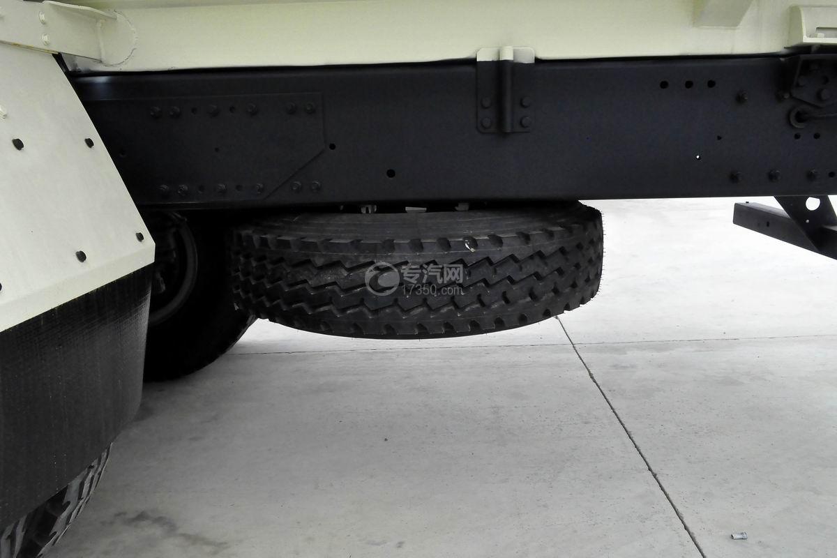 红岩杰狮M500前四后八粉粒物料运输车备胎