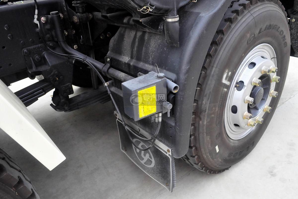 红岩杰狮M500前四后八粉粒物料运输车驾驶室翻转装置