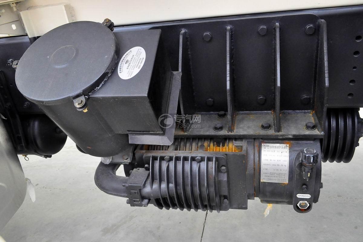 红岩杰狮M500前四后八粉粒物料运输车空压机