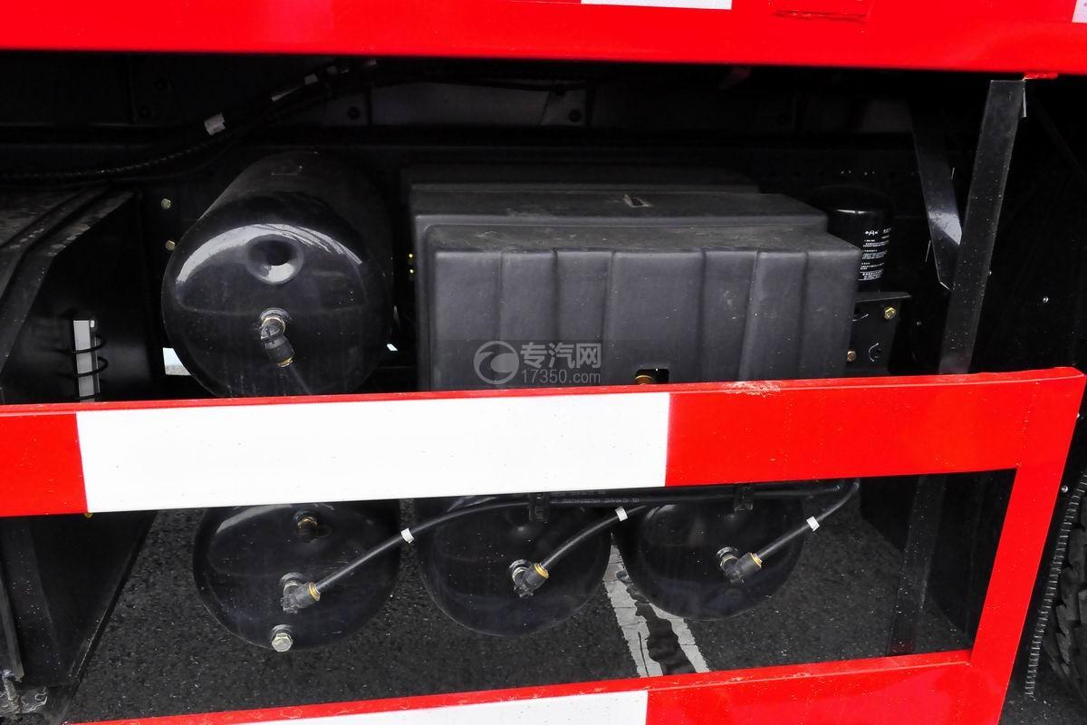 东风华神T5前四后八18吨直臂随车吊蓄电池、储气罐