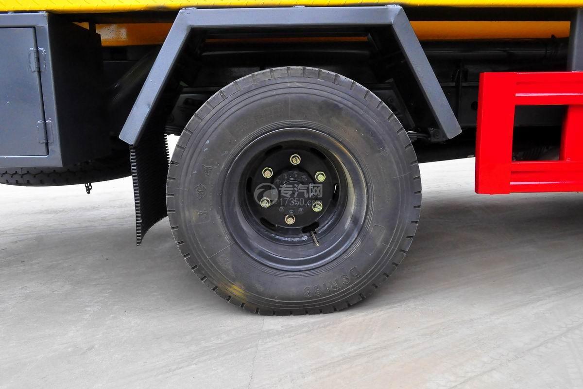 东风多利卡D7清洗吸污车轮胎