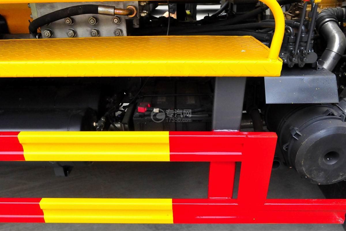 东风多利卡D7清洗吸污车蓄电池