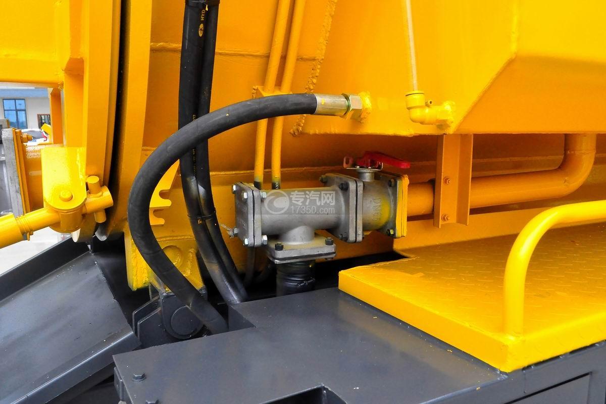 东风多利卡D7清洗吸污车液压油管
