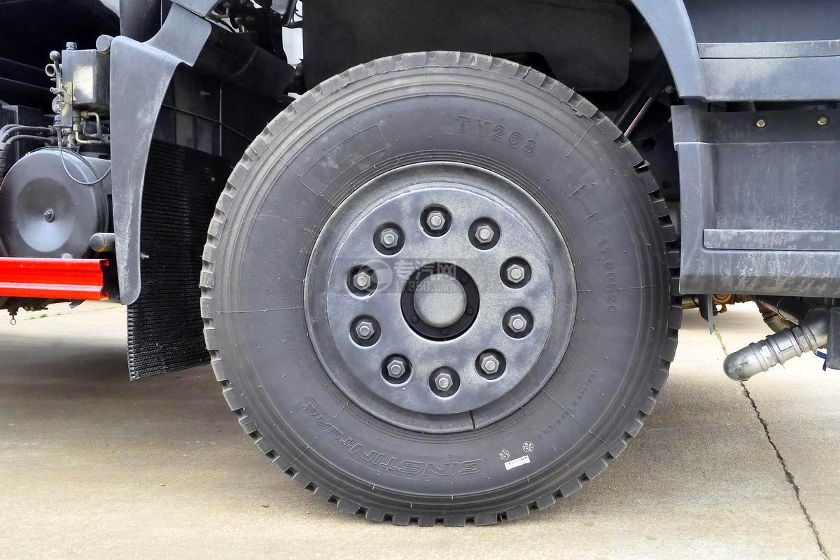東風華神T5后雙橋14.5方灑水車輪胎
