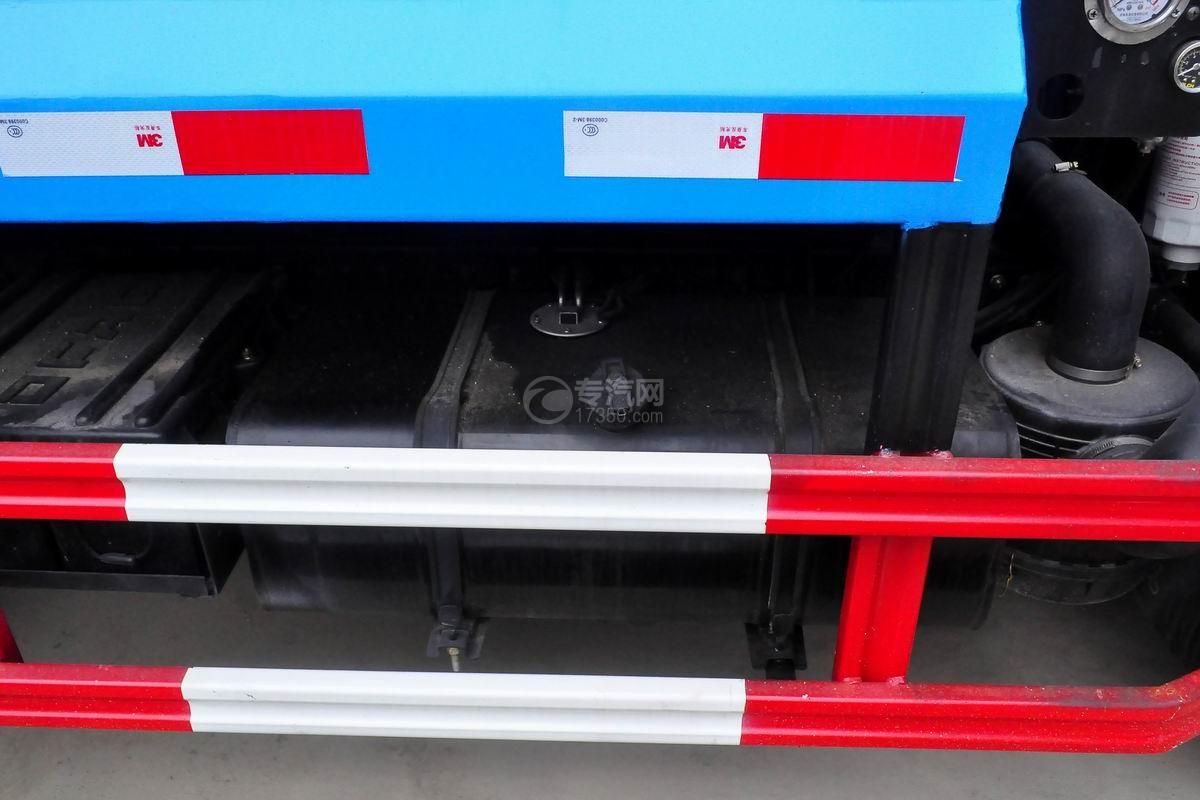 东风多利卡6方压缩式垃圾车油箱