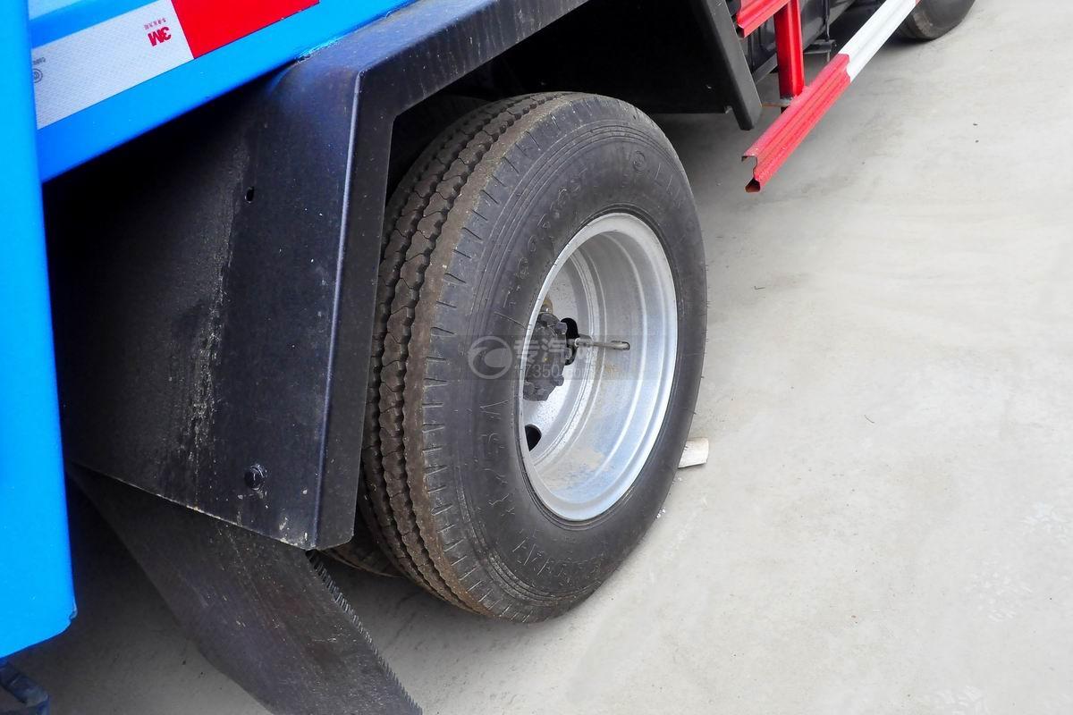 东风多利卡6方压缩式垃圾车轮胎