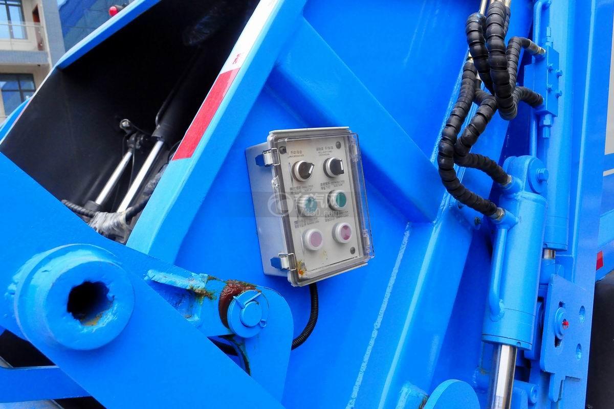 东风多利卡6方压缩式垃圾车操作按钮