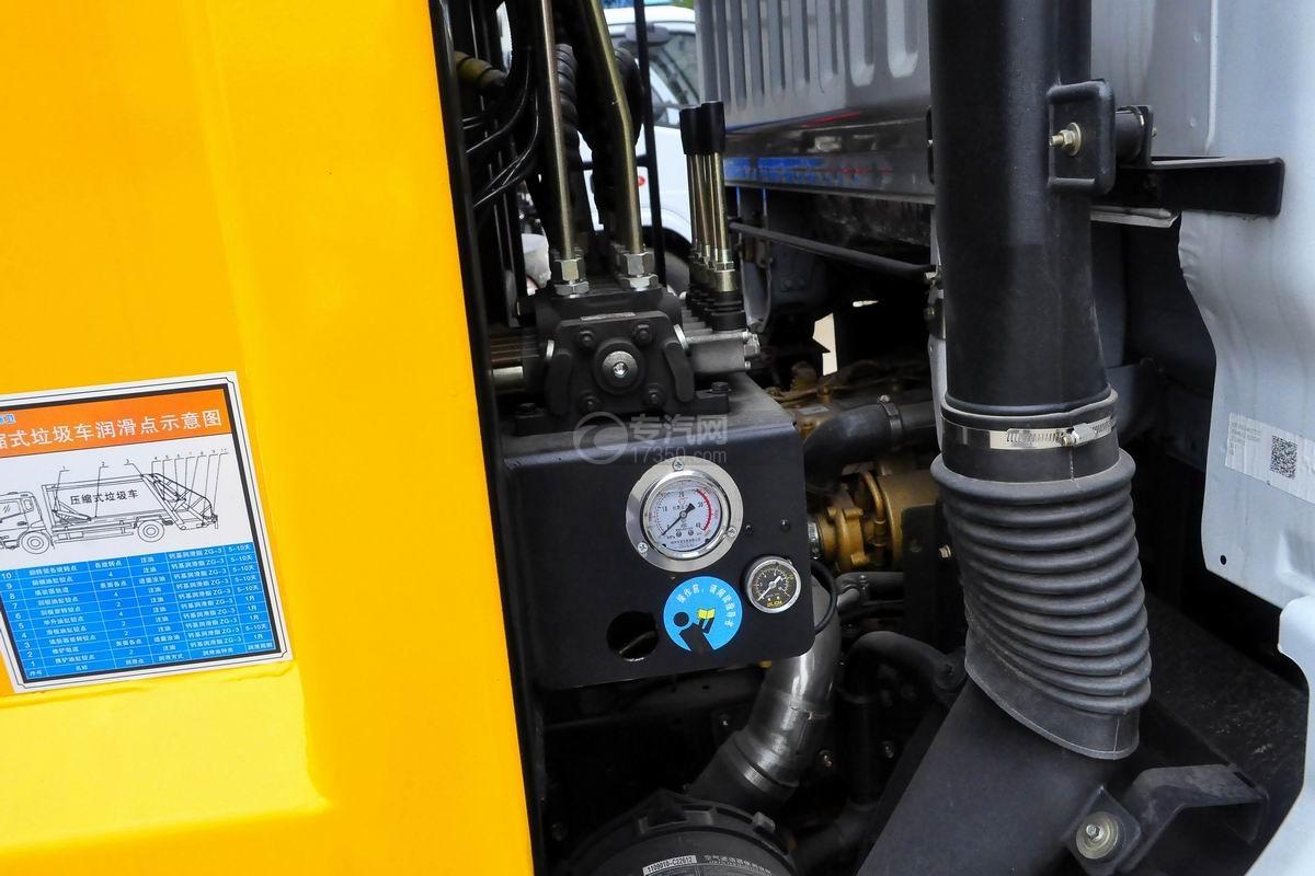 东风多利卡8方压缩式垃圾车细节