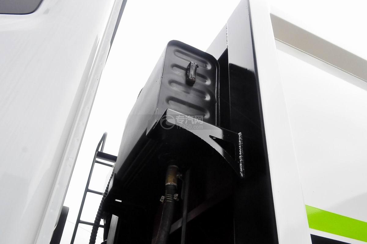 东风多利卡10方压缩式垃圾车液压油箱