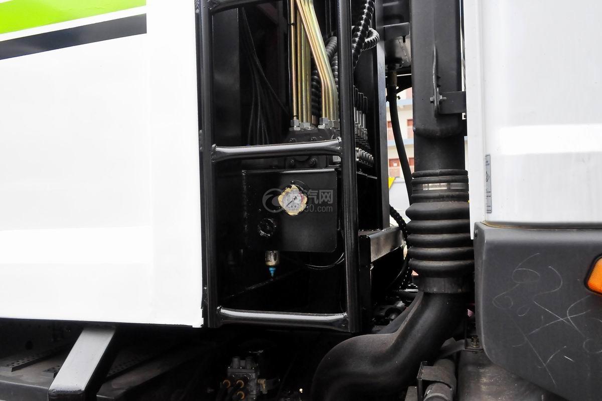 东风多利卡10方压缩式垃圾车上装细节