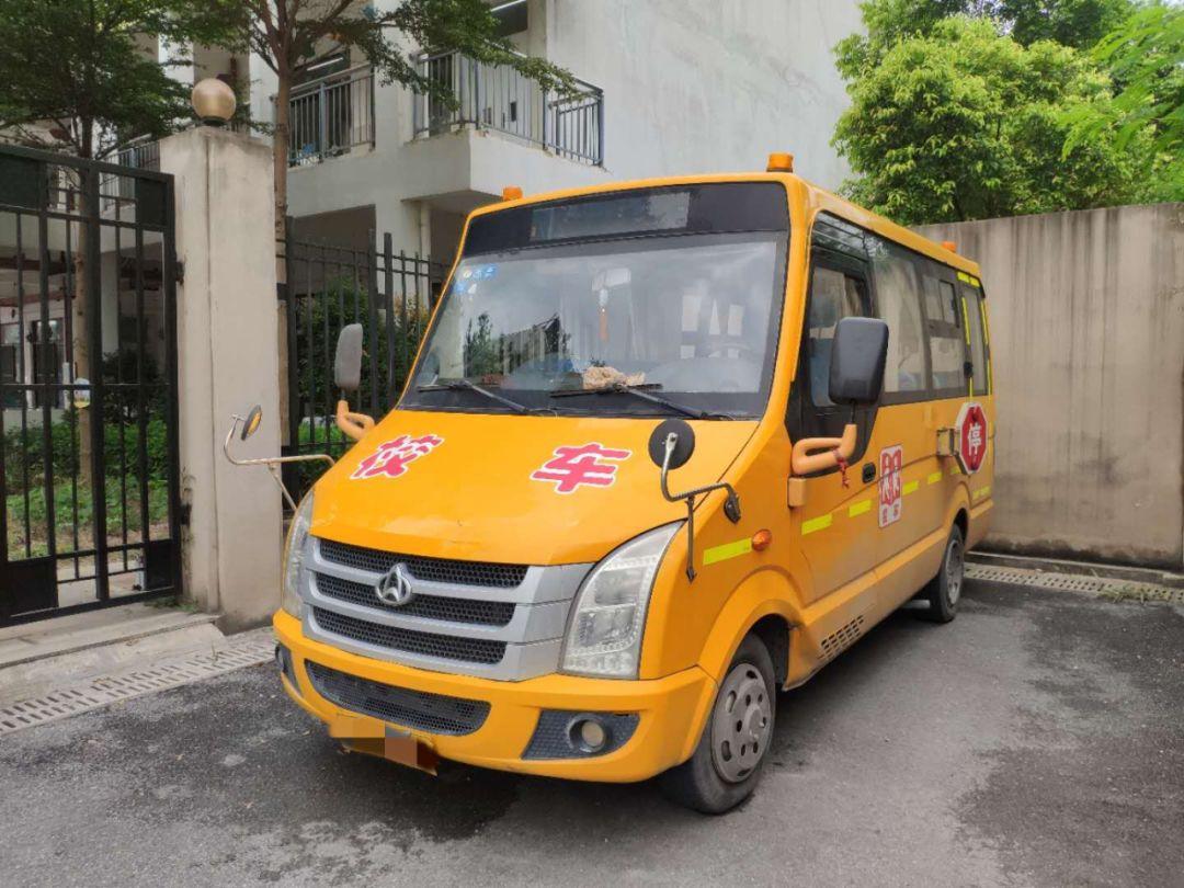 后怕!清城区一幼儿园竟每天用报废校车接送学生