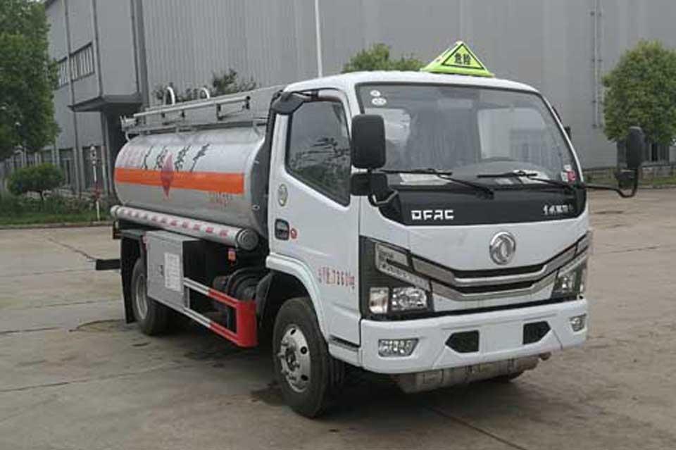 东风多利卡国六4.5方加油车