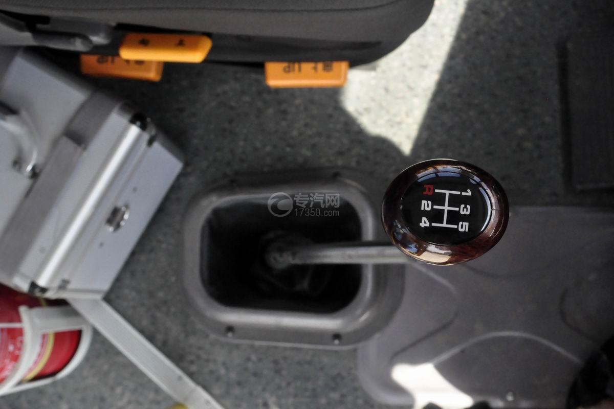 東風56座小學生專用校車變速箱