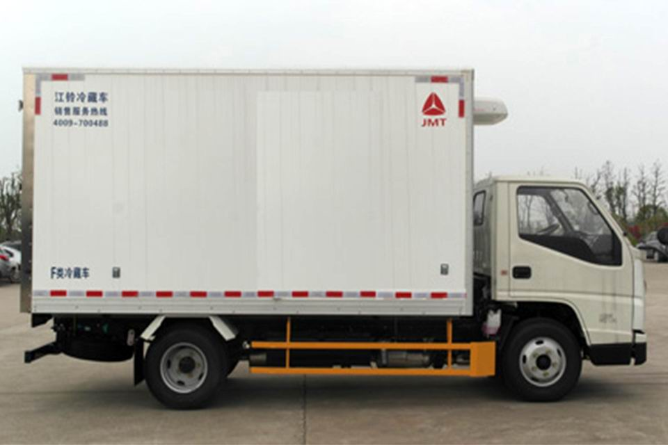 江铃3.97米国六冷藏车右侧图
