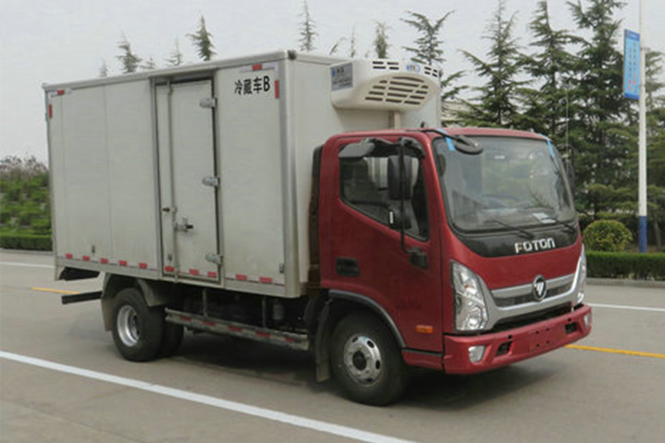福田4.085米国六冷藏车右前图