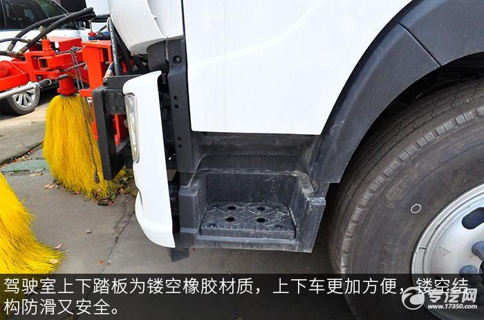 福田单桥国六多功能抑尘车评测之驾驶室踏板