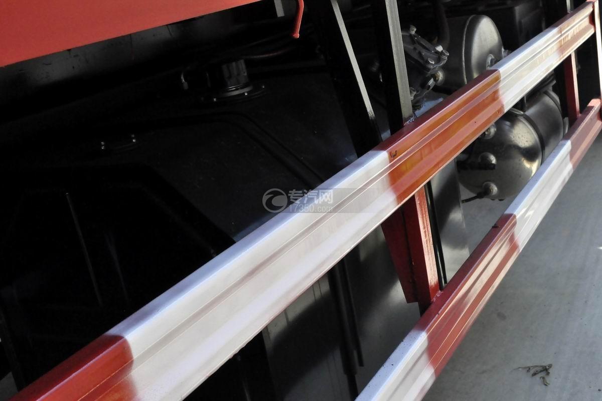 湖北大运风驰后双桥徐工12吨直臂随车吊液压油箱