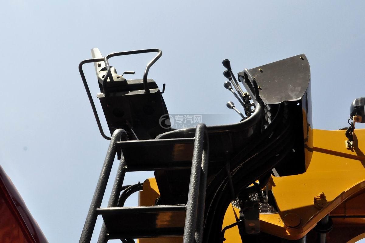 湖北大运风驰后双桥徐工12吨直臂随车吊操作椅