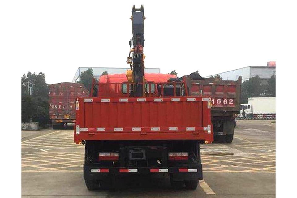重汽王牌单桥国六4吨直臂随车吊正后图