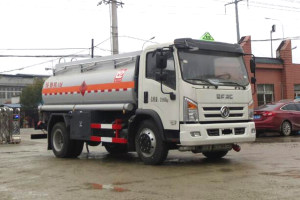 东风大多利卡国六8方运油车产品