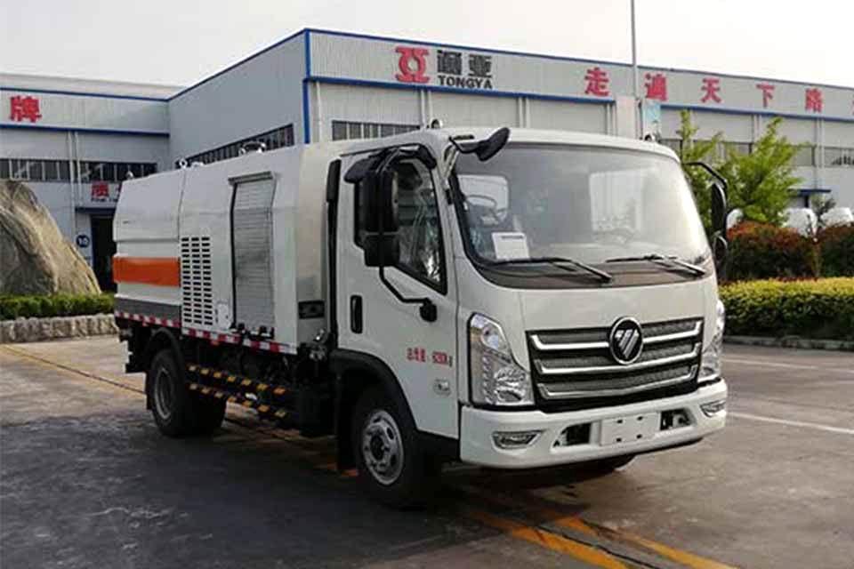 福田国六2方护栏清洗车