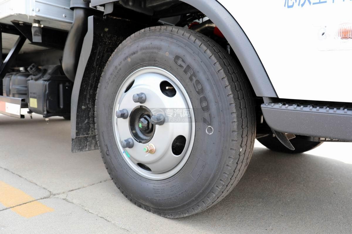 福田奥铃速运蓝牌4.1米冷藏车轮胎