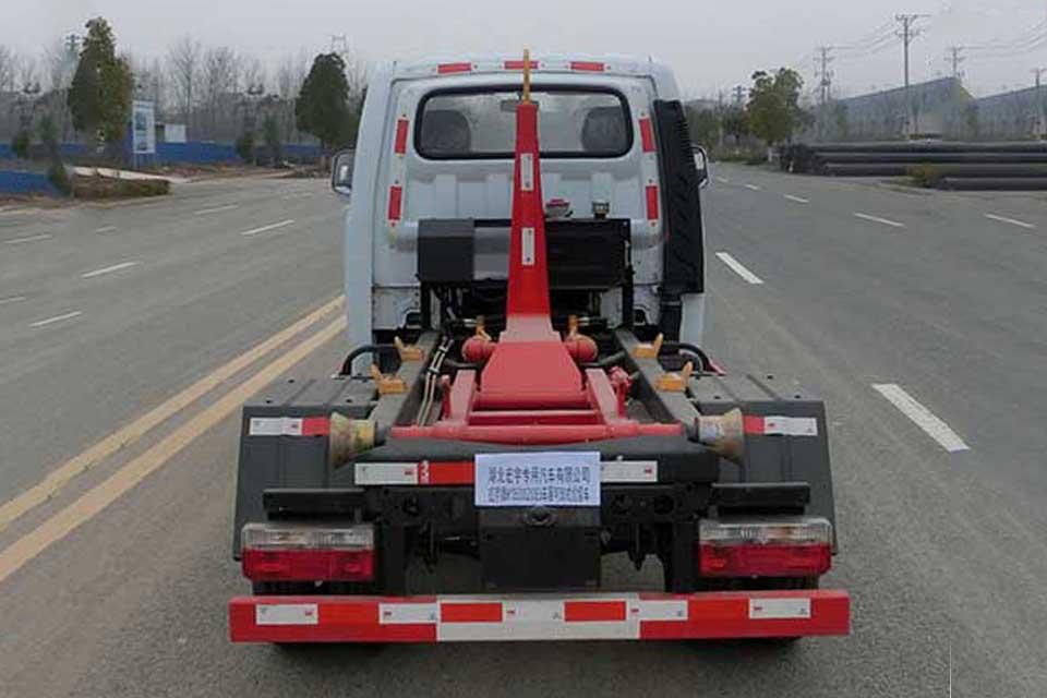 东风途逸微卡国六勾臂式垃圾车正后方图