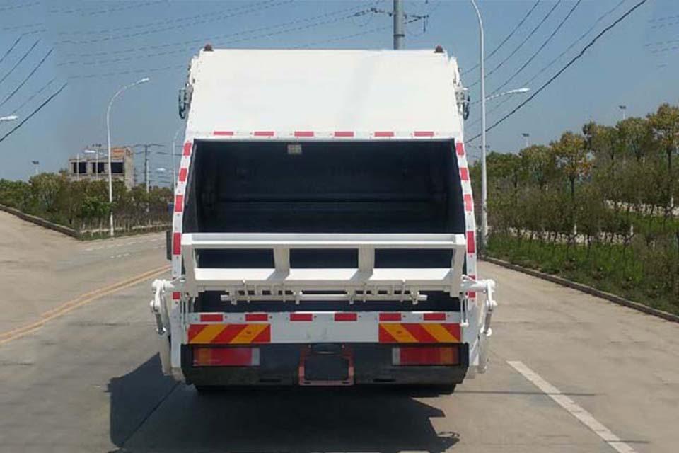 东风天锦KR单桥国六压缩式垃圾车正后方图