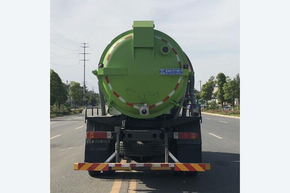 解放J6L单桥国六9.85方吸污车正后图