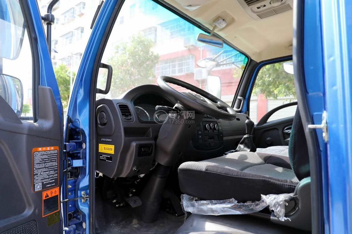 飞碟奥驰4.6方黄牌吸污车驾驶室
