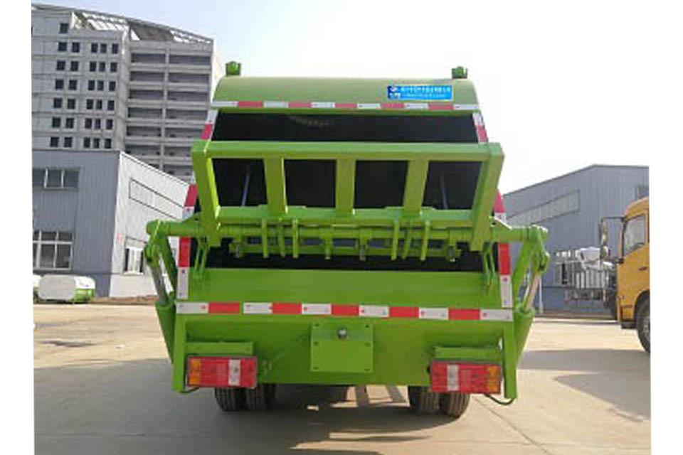 凯马国六压缩式垃圾车正后方图