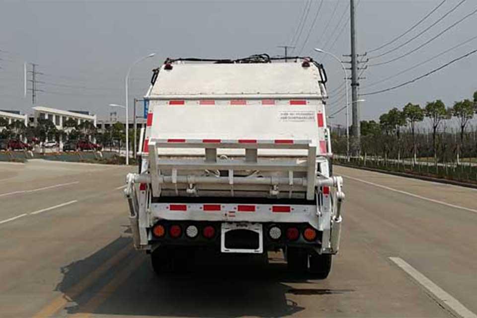 福田欧马可单桥国六压缩式垃圾车正后方图