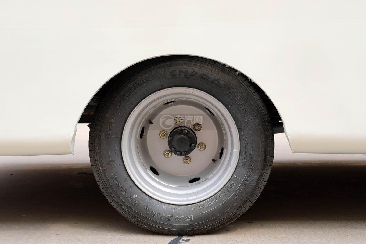 飛碟締途單橋LED廣告宣傳車輪胎