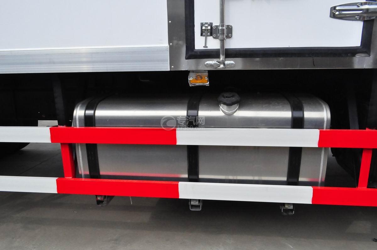 东风天龙小三轴9.4米冷藏车油箱