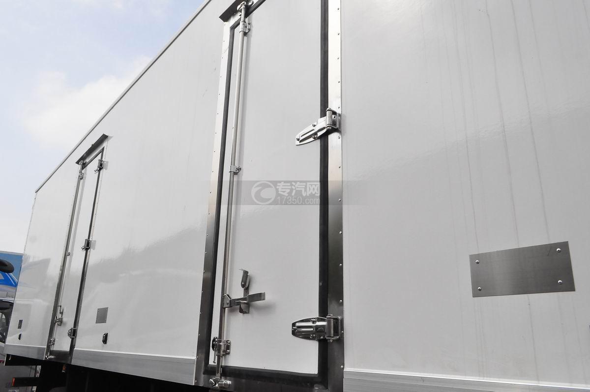 东风天龙小三轴9.4米冷藏车侧开门