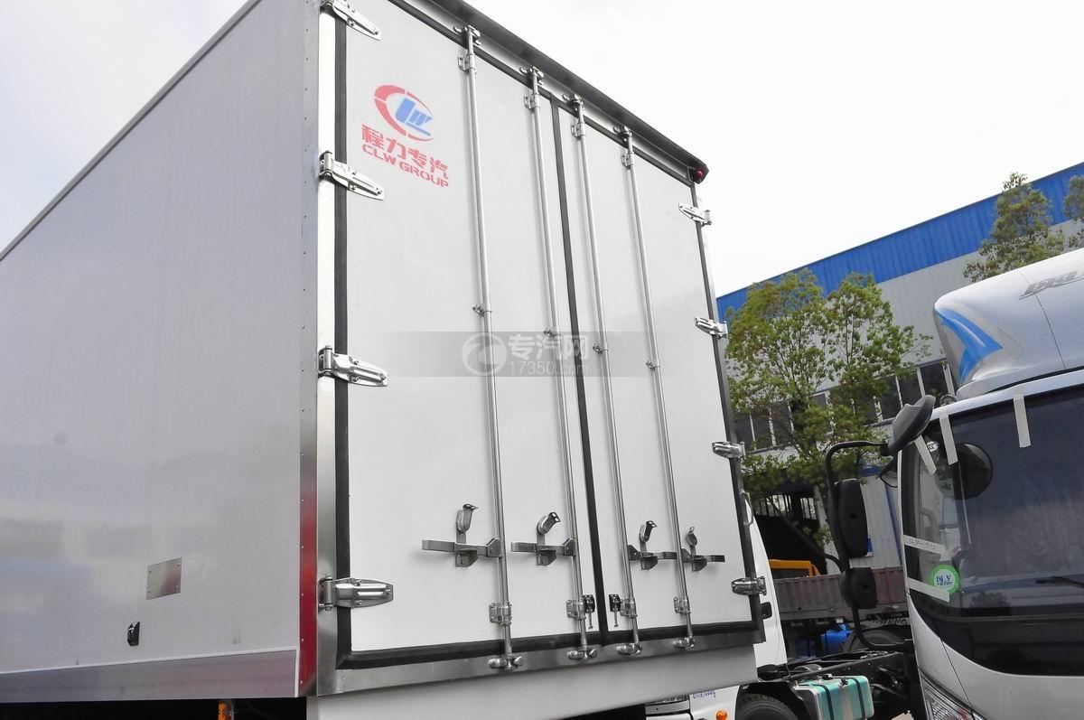 东风天龙小三轴9.4米冷藏车厢体细节