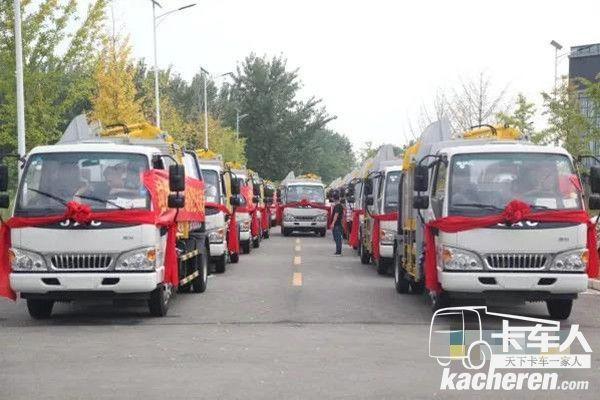 助力绿水青山 24台侧装压缩式垃圾车正式交付巴东