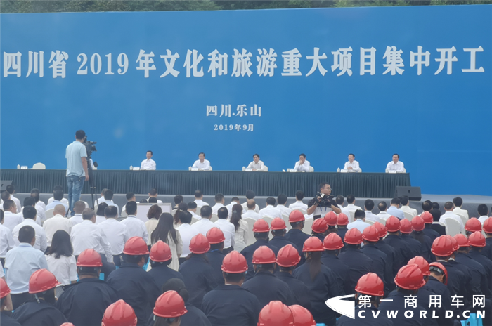 助力四川文旅产业建设 上汽红岩渣土车批量交付用户